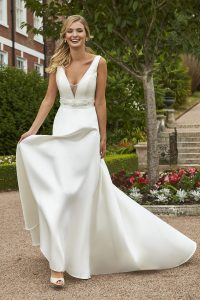 Taffeta and Lace wedding dresses Gloucester 2019_romantica_moira-003